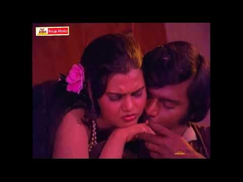 Dhum Dhum Nakoka Dhum - Silksmitha  Song - In Mosagadiki Challenge Telugu Movie video