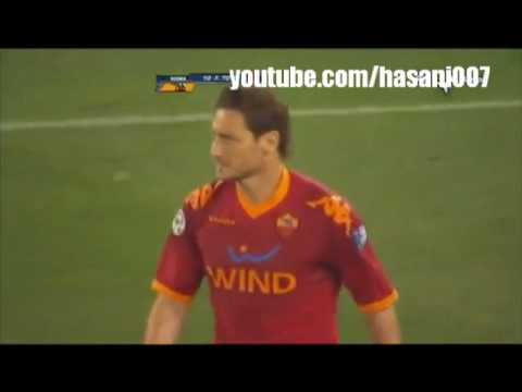 Totti Kicks Balotelli !! video