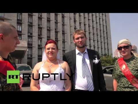 Ukraine: Couple gets married in conflict-ridden Donetsk