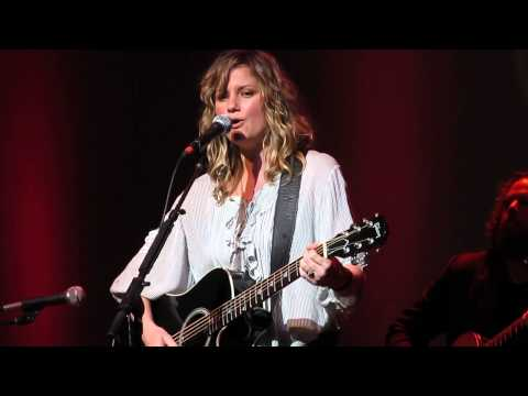 Jennifer Nettles ~ That Girl video