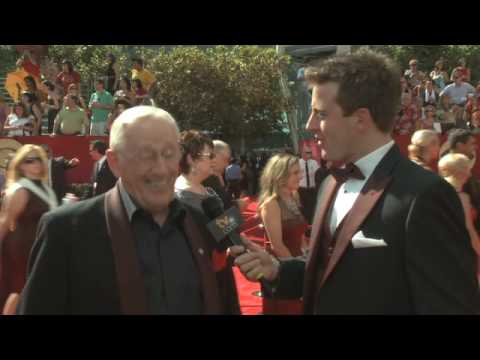 Primetime Emmy 61 Red Carpet Interview - Len Cariou