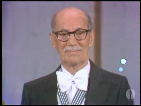 Jack Lemmon presenting Groucho Marx with an Honorary Oscar?® in recognition