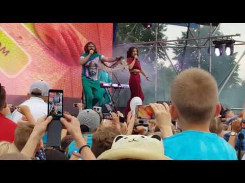 (LIVE) DZIDZIO feat Оля Цибульська - Чекаю. Цьом
