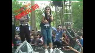 Download video Ratna Antika ~ ADA GAJAH DI BALIK BATU Monata Live in Pekuwon Juwana 20-12-2014