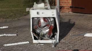Waschmaschine vs. Betonstein | Washing Machine vs. Brick