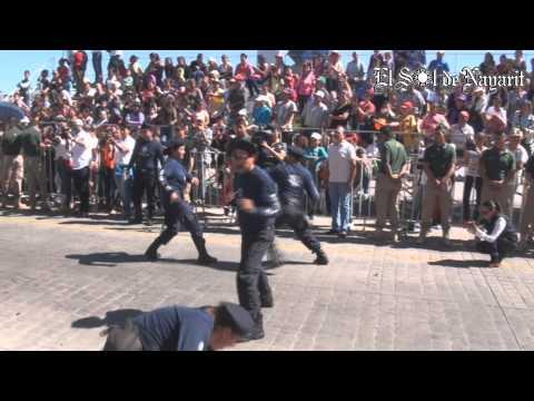 Contingentes conmemoran a la Revolución Mexicana con tradicional desfile en Tepic