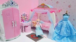 Barbie princess bedroom / Elsa Frozen Princess doll house morning routine