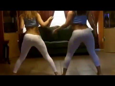 chicas bailando sexi en su casa