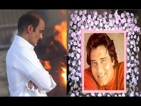 Akshay Khanna At Vinod Khanna's Funeral 2017 thumbnail
