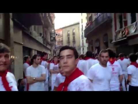 Pamplona - San Fermin 2013 - Sanfermines si preparano alla Corsa dei Tori del 14 Luglio in Mercades