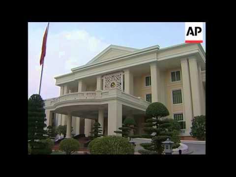 Thai PM lays wreath at Martyr memorial, meets communist leader