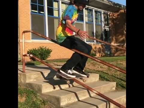 Bottom rail slide @streetgenius 🎥: @beautiful.vibrationz | Shralpin Skateboarding