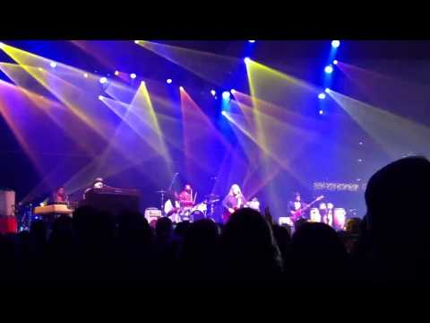 The Warren Haynes Band - Sneaking Sally Through The Alley