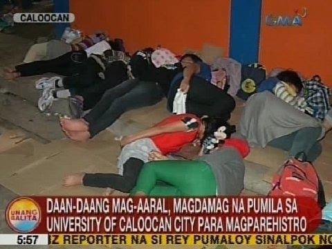 UB: Daan-daang mag-aaral, magdamag na pumila sa University of Caloocan City para magparehistro