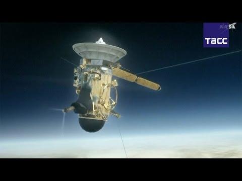 """Звездный финал миссии """"Кассини"""": зонд впервые пролетел между Сатурном и его кольцами"""
