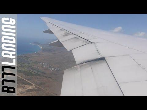 United Airlines Boeing B777-200 landing at Honolulu Airport