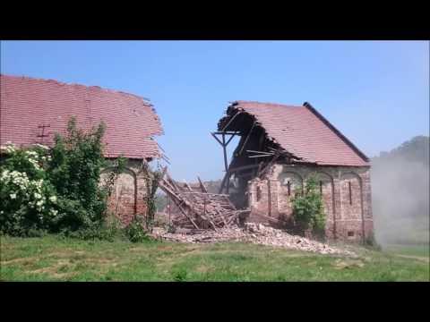 Wyburzanie Starej Stodoły