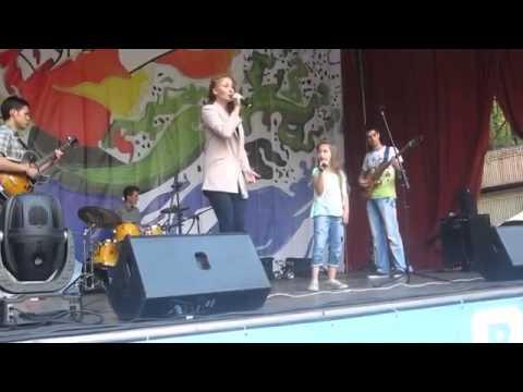 Ярослава Базаева не только актриса, но и певица.