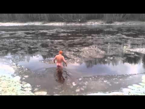 Heino peldās 30. decembrī aizsalstošajā salacā #1