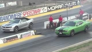 Dodge Challenger SRT8 392 vs Camaro SS