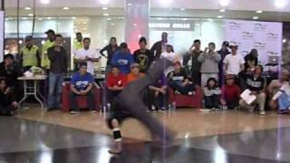 Bboy Conejo Vs Bboy Jackie Chan (Real Flow 2010) - Power Move.
