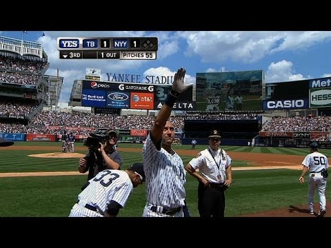 Iconic: Jeter gets hit No. 3,000 on a homer