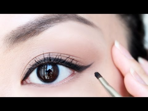 HOW TO: Apply Eyeliner For Beginners | chiutips