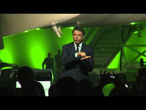 Il presidente  Matteo Renzi è intervenuto alla presentazione del nuovo marchio Alitalia (HD)