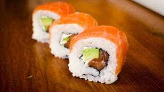smoked salmon sushi roll - learn how to make this amazing sushi roll
