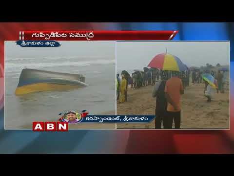 Boat Mishap at Srikakulam Port 8 Fishermen missed from that 3 are safe