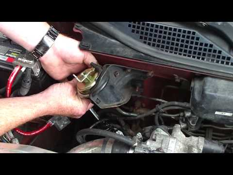 Changing the fuel filter on a 1995 Honda Civic   PART II