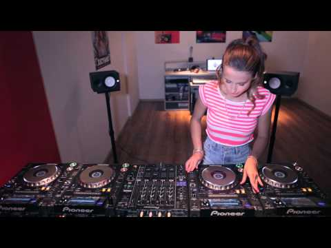 Juicy M & 4 CDJs - NEW 2014