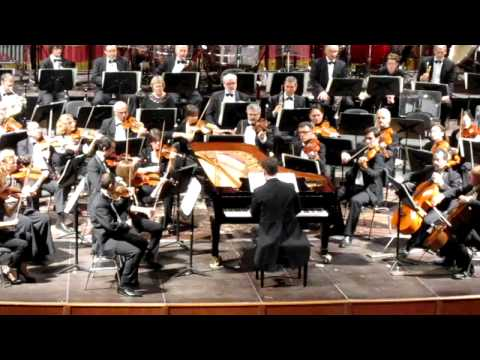 Alexander Frey conducts and plays Kalman: Hudson Concerto 2/3. Orchestra dell'Arena di Verona