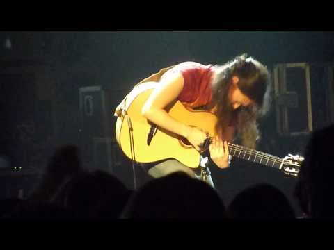 Rodrigo y Gabriela - Awesome Gabriela solo - 11:11 - Hammersmith Apollo, London, 23 Nov 2009