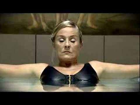 Woman farts in pool!!