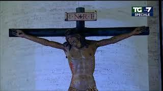 Papa Francesco prega nella piazza vuota per la fine della pandemia dando ai fedeli la ...