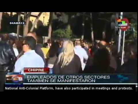 Bank workers in Cyprus protest in Nicosia