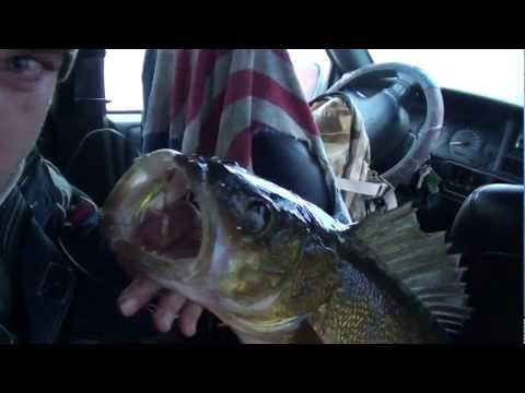 Little Bay De Noc - Ice fishing for walleyes with the