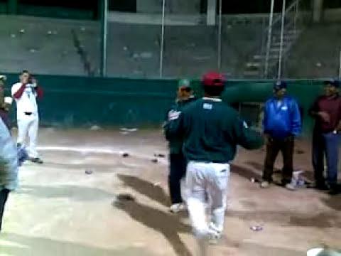 PANAMEÑO Y CHAVERO BAILANDO