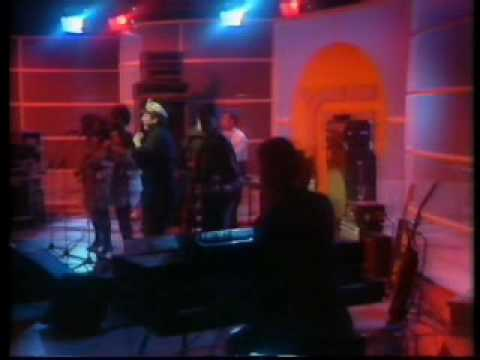 "Wah! -  Story of the Blues/Remember on ""Yes"" 1983"