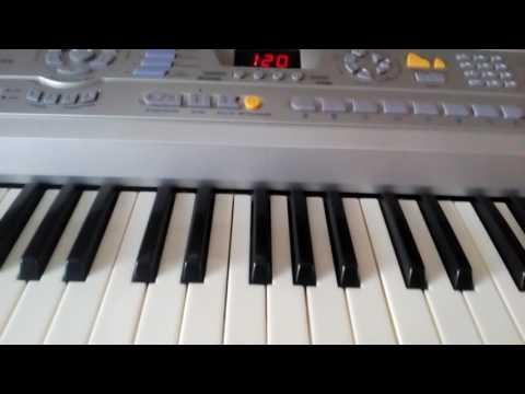 Научится играть на фортепиано