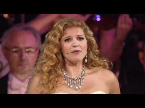 Andre Rieu - Roses From The South (Mirusia).avi)In mir klingt ein Lied