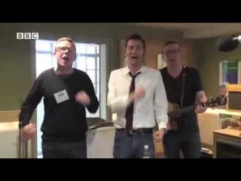David Tennant sings I Would Walk 500 Miles with the Proclaimers...