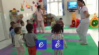 Bé học chữ E, Ê