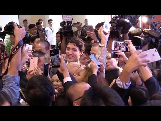 Trudeau gamely poses for selfies with Filipino crowd