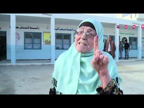 Tunisia votes in landmark presidential election