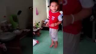Cậu bé 6 tuổi múa quạt cực chất (Tuổi trẻ tài cao)😂
