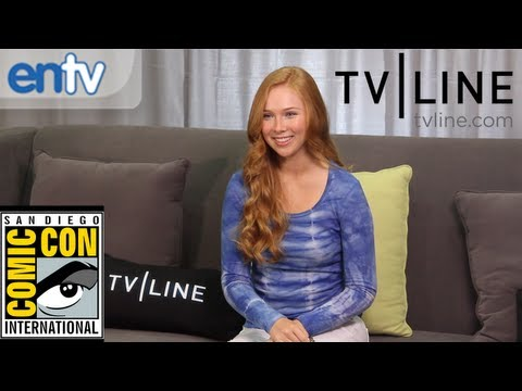 "Molly C. Quinn on ""Castle"" Season 5 Romance and Being a Geek at Comic-Con: ENTV"