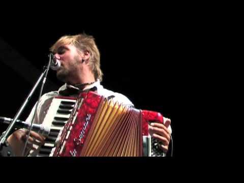 Contratto Sociale GNU FolK Live – Rory prende la via della collina