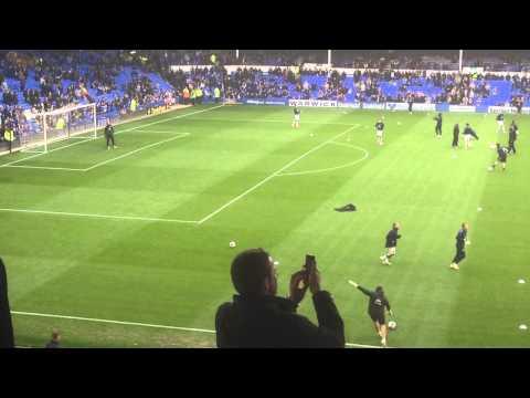 Tim Howard goalkeeper warm up before Everton vs Manchester